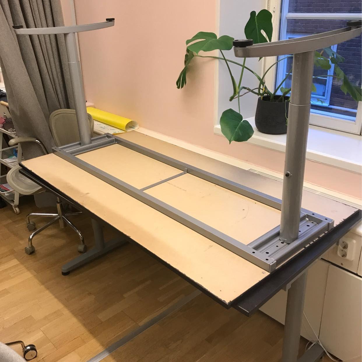 image of 2 st fungerande skrivbord - Stockholm