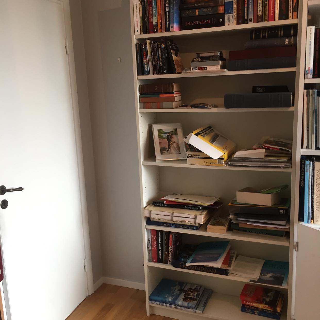 image of Böcker och bokhylla - Täby