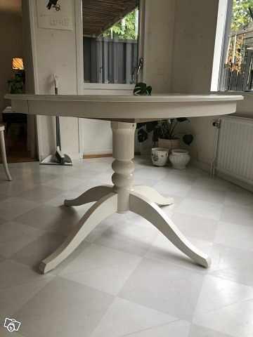 image of Sidobord i marmor. Ikea I -