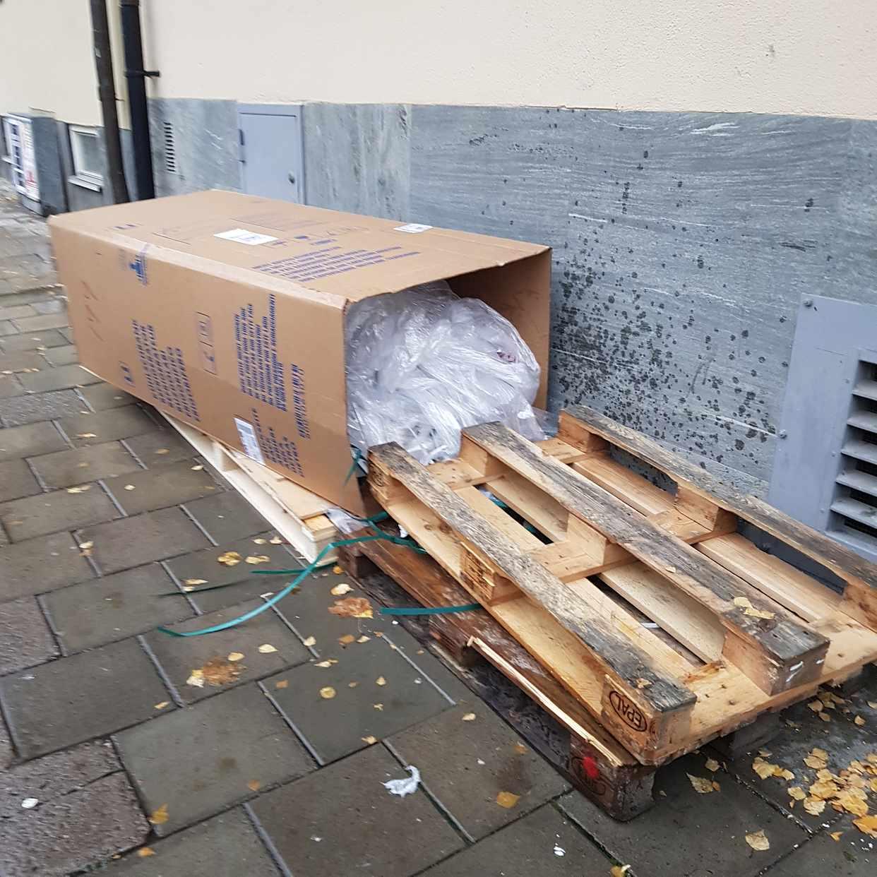 image of 3pallar och en kartong - Stockholm