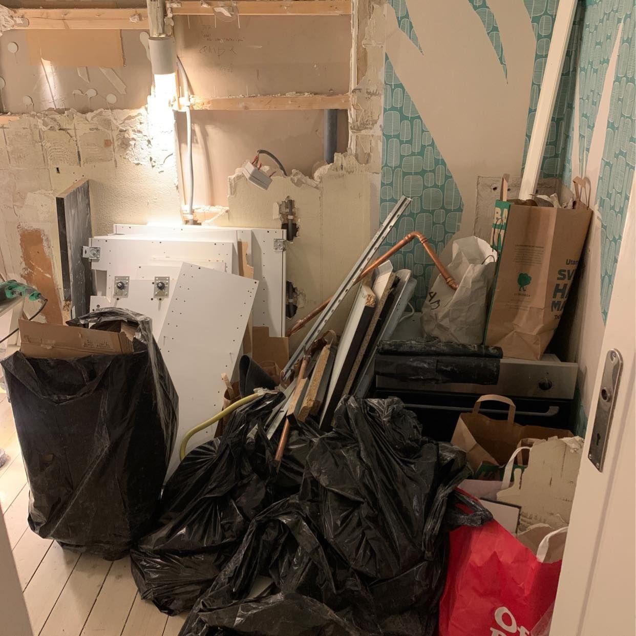 image of Ugn, säckar med kakel - Stockholm