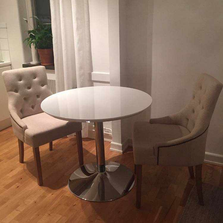 image of 2 dining chairs -