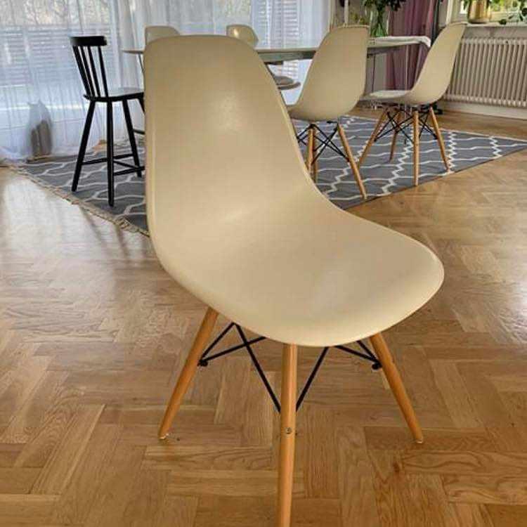 image of Flytta bord & sex stolar -