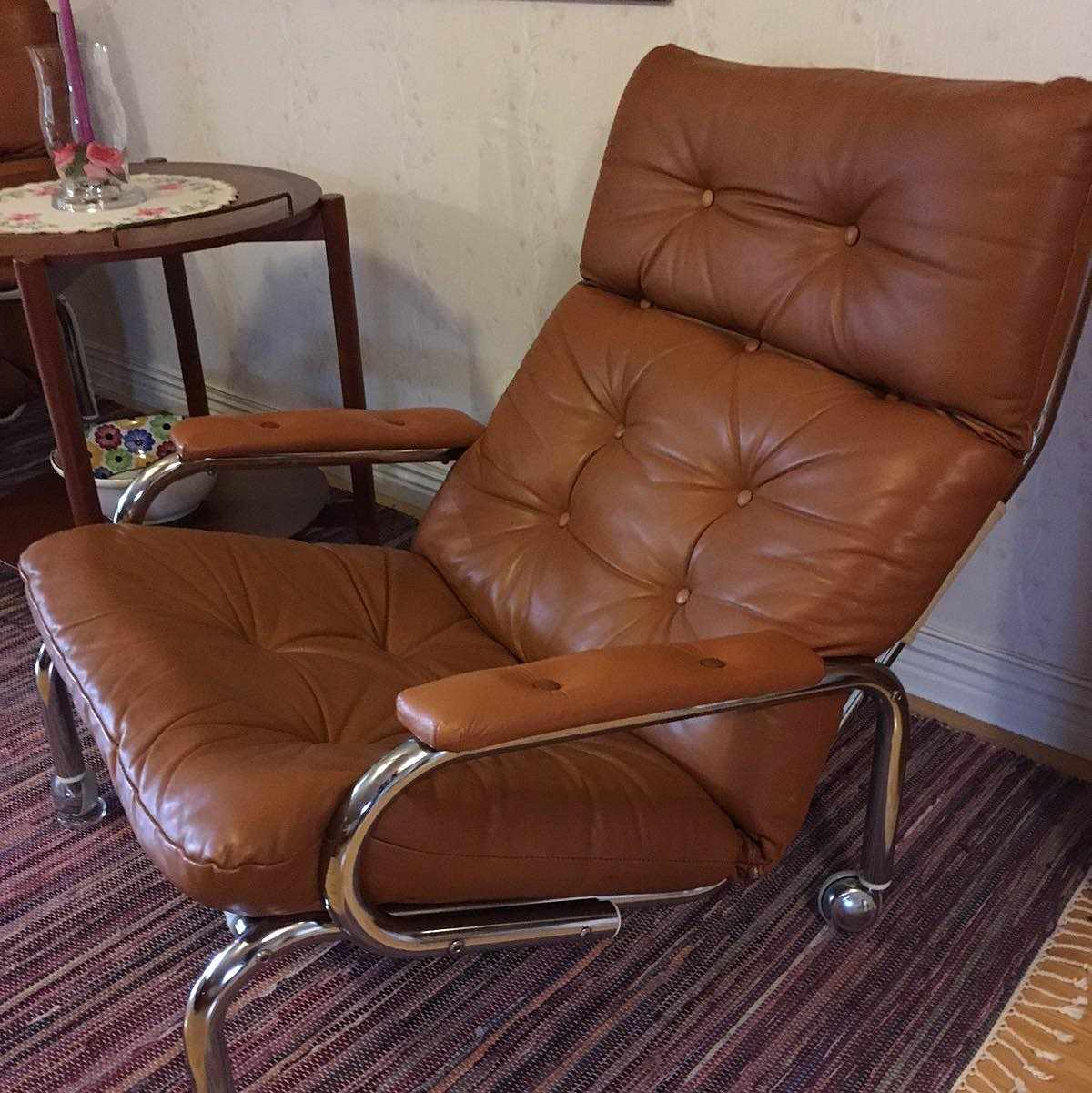 image of 2 armchairs -
