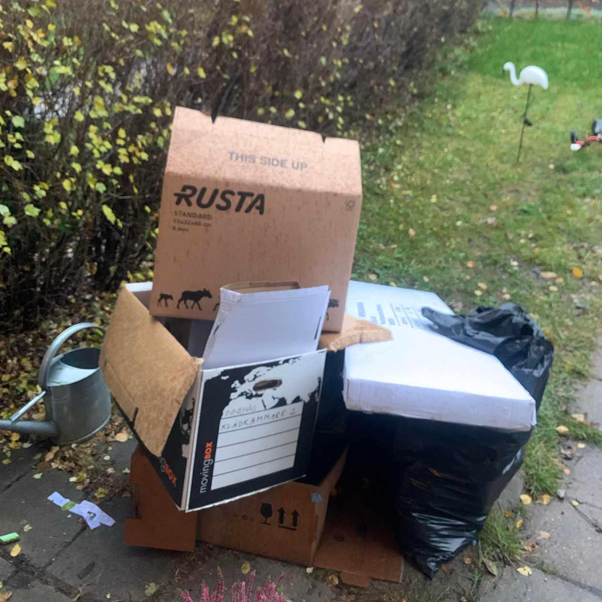 image of Kartonger o sopsäckar - Hägersten