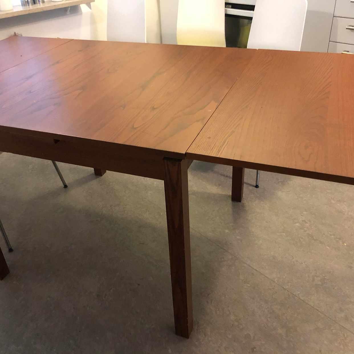 image of Mat bord med 4 stol  :) - Kista