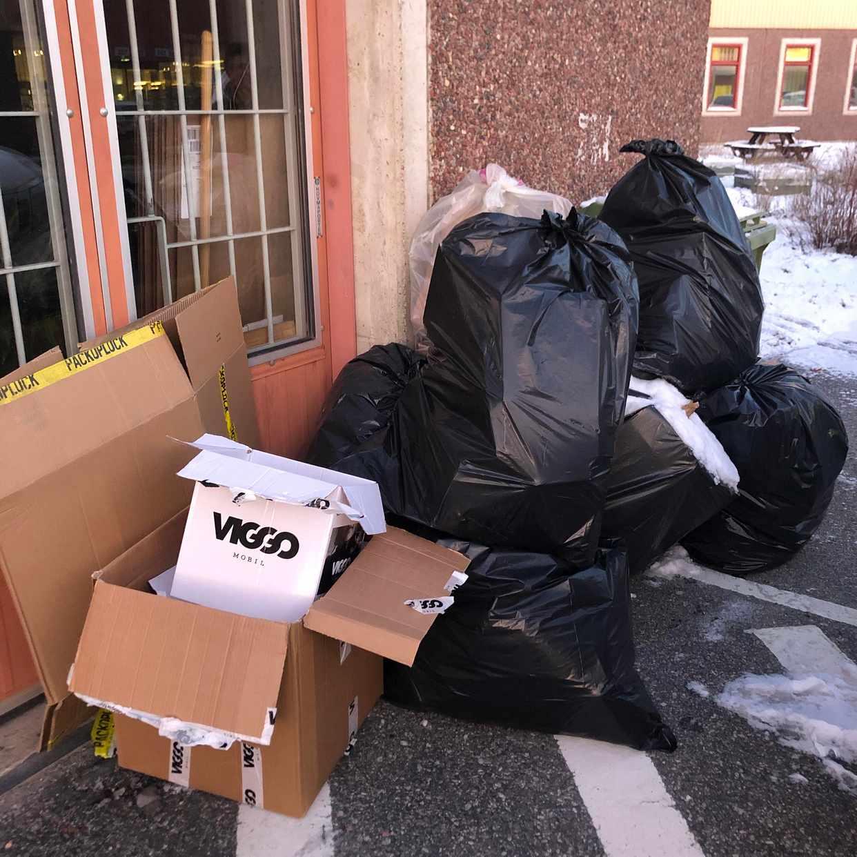 image of 8 sopsäckar och kartonger - Kungsängen