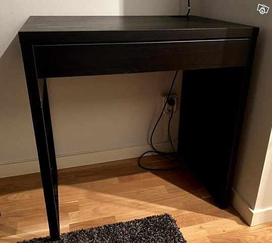 image of Skrivbord Micke, IKEA. 2  -