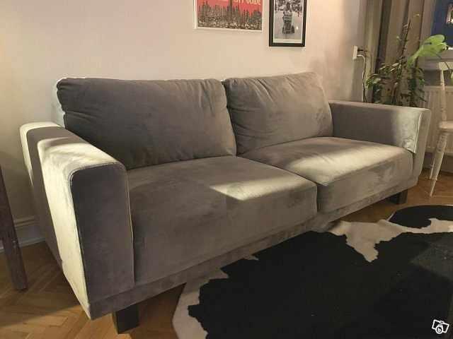 image of Grå soffa i sammet -
