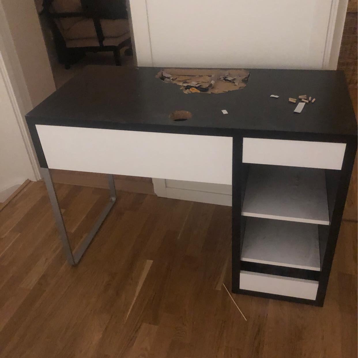 image of Skrivbord och lamfot - Ekerö