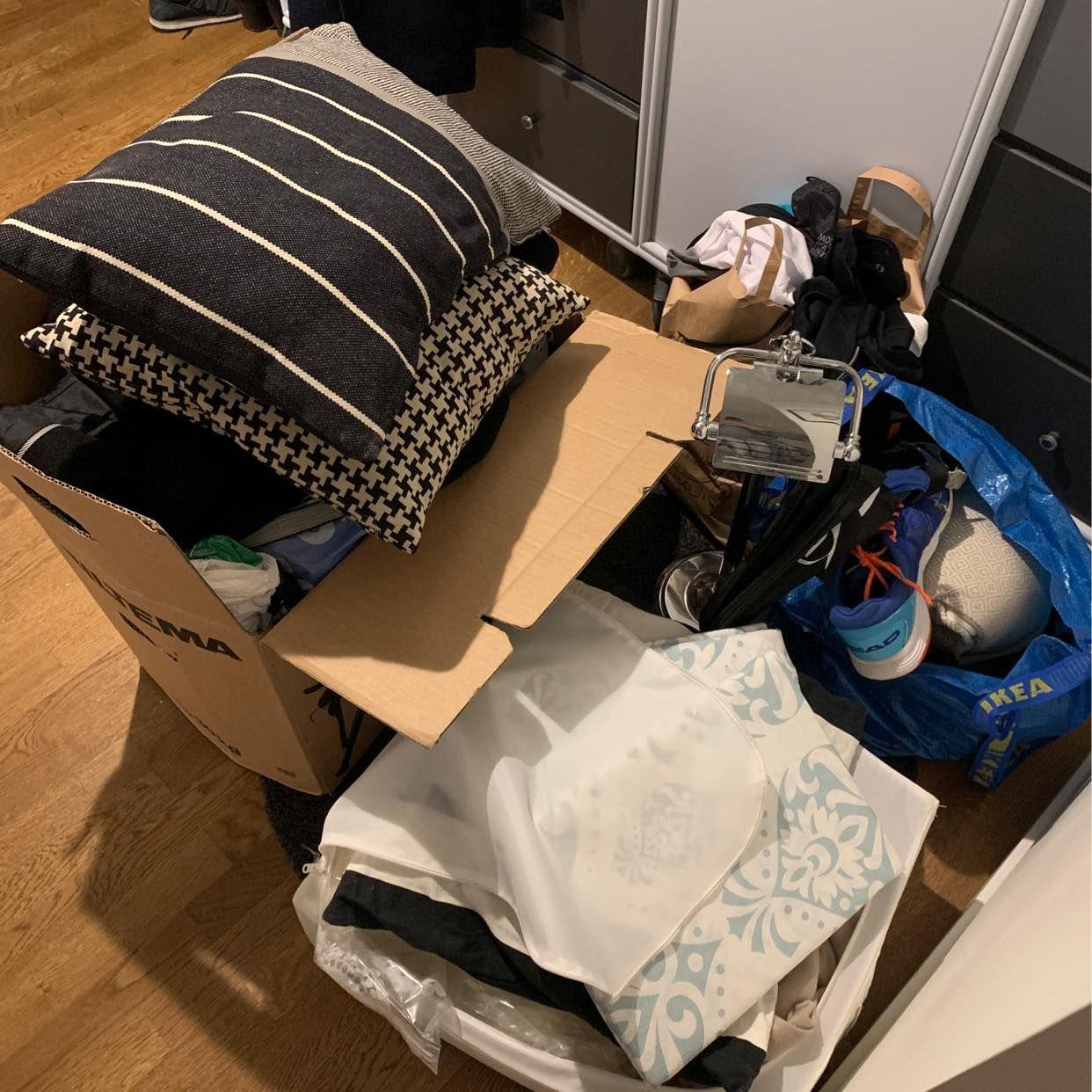 image of Blandat skräp och kläder - Stockholms Stad