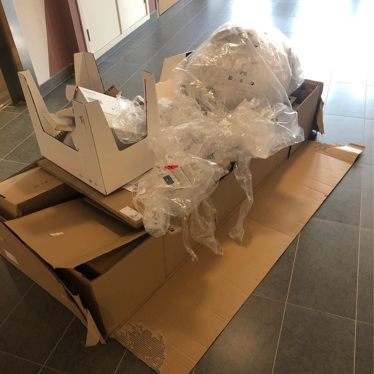 image of Kartonger och plast - Hägersten
