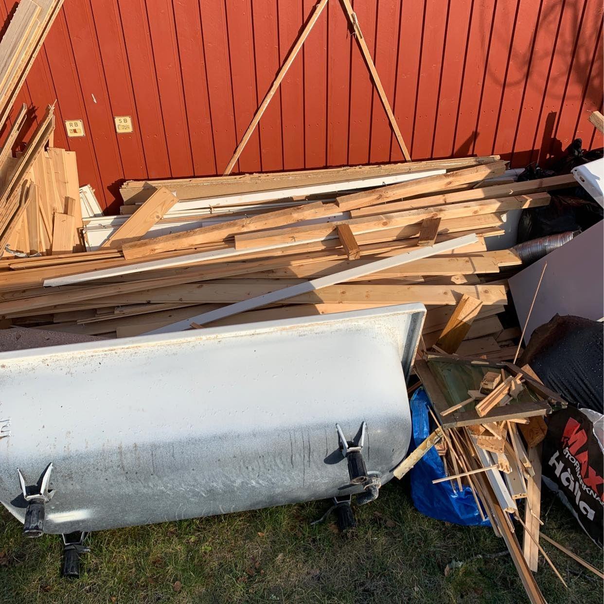 image of Trä, isolering, badkar mm - Täby