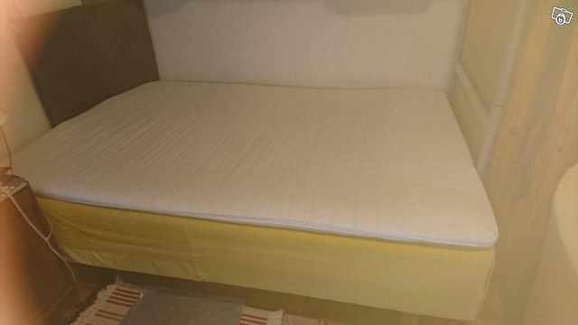 image of Bortskänkes säng med bädd -