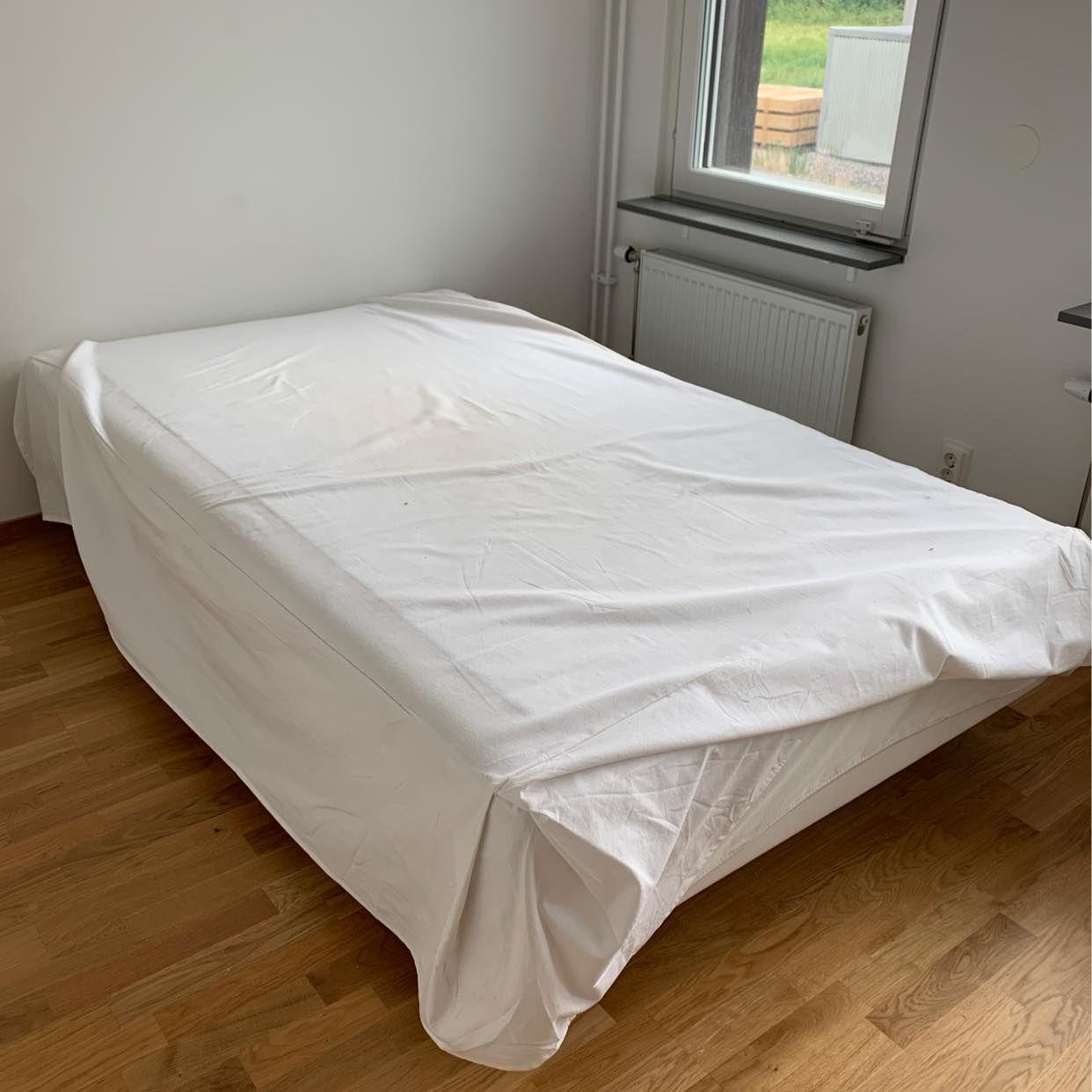 image of Säng och soffbord - Täby