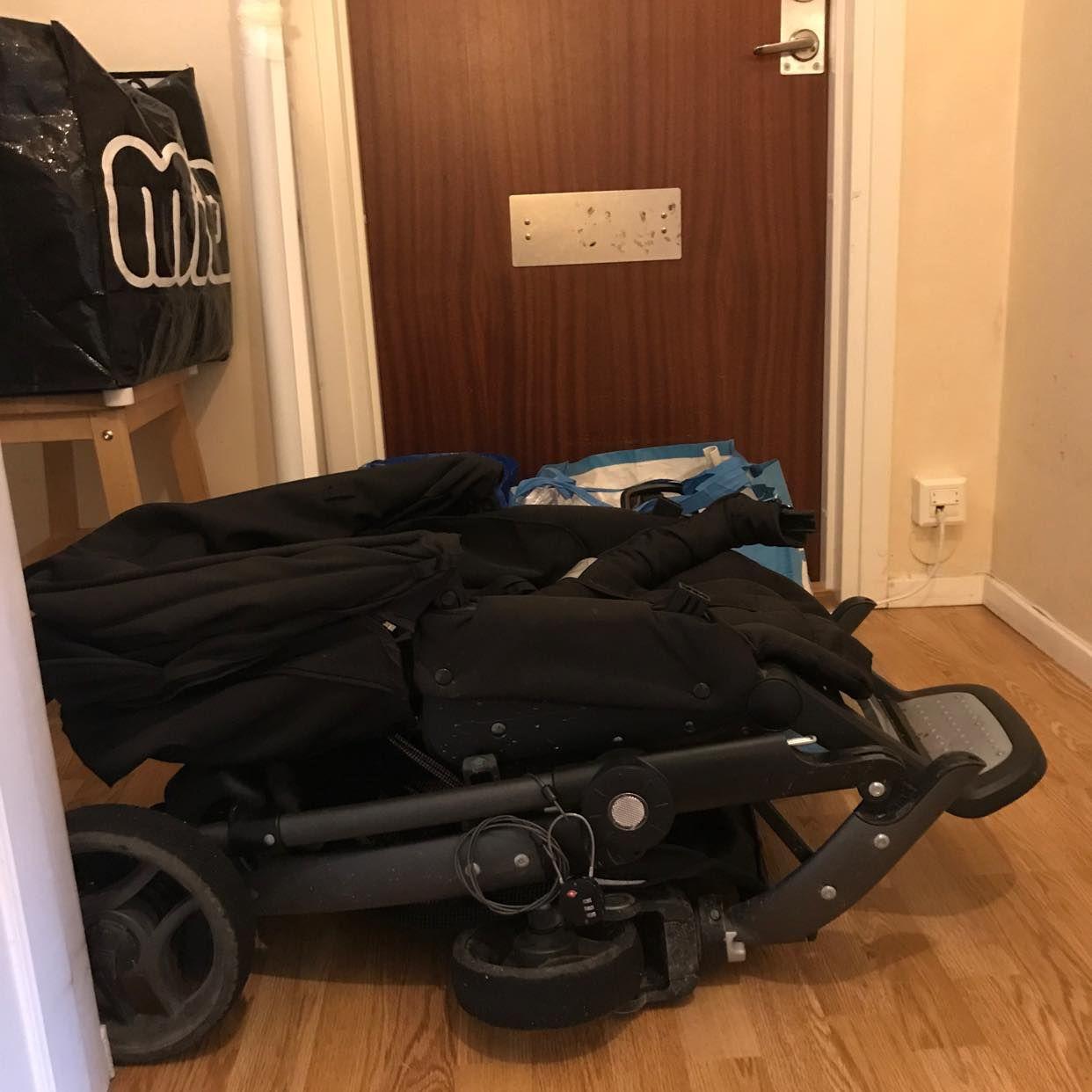 image of Barnvagn och små möbler -