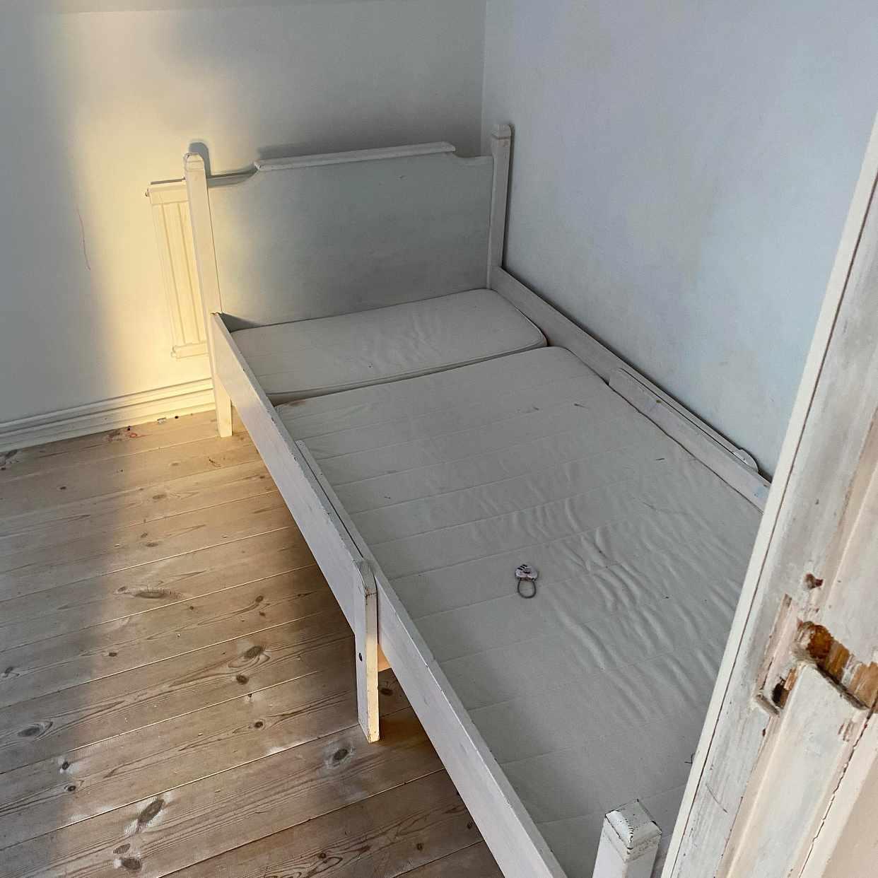 image of En säng och ett släp slän - Värmdö