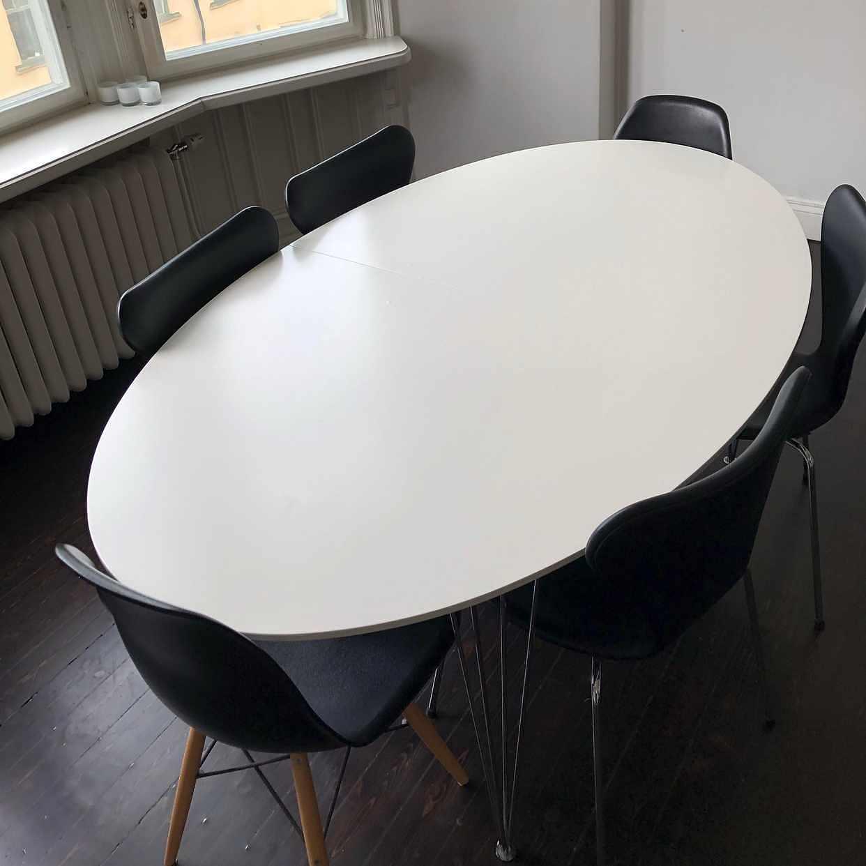 image of Stort matbord bortskänkes -