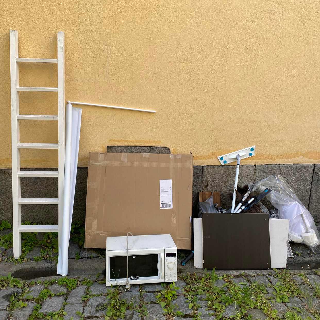 image of Bortskänktes + skräp - Stockholm