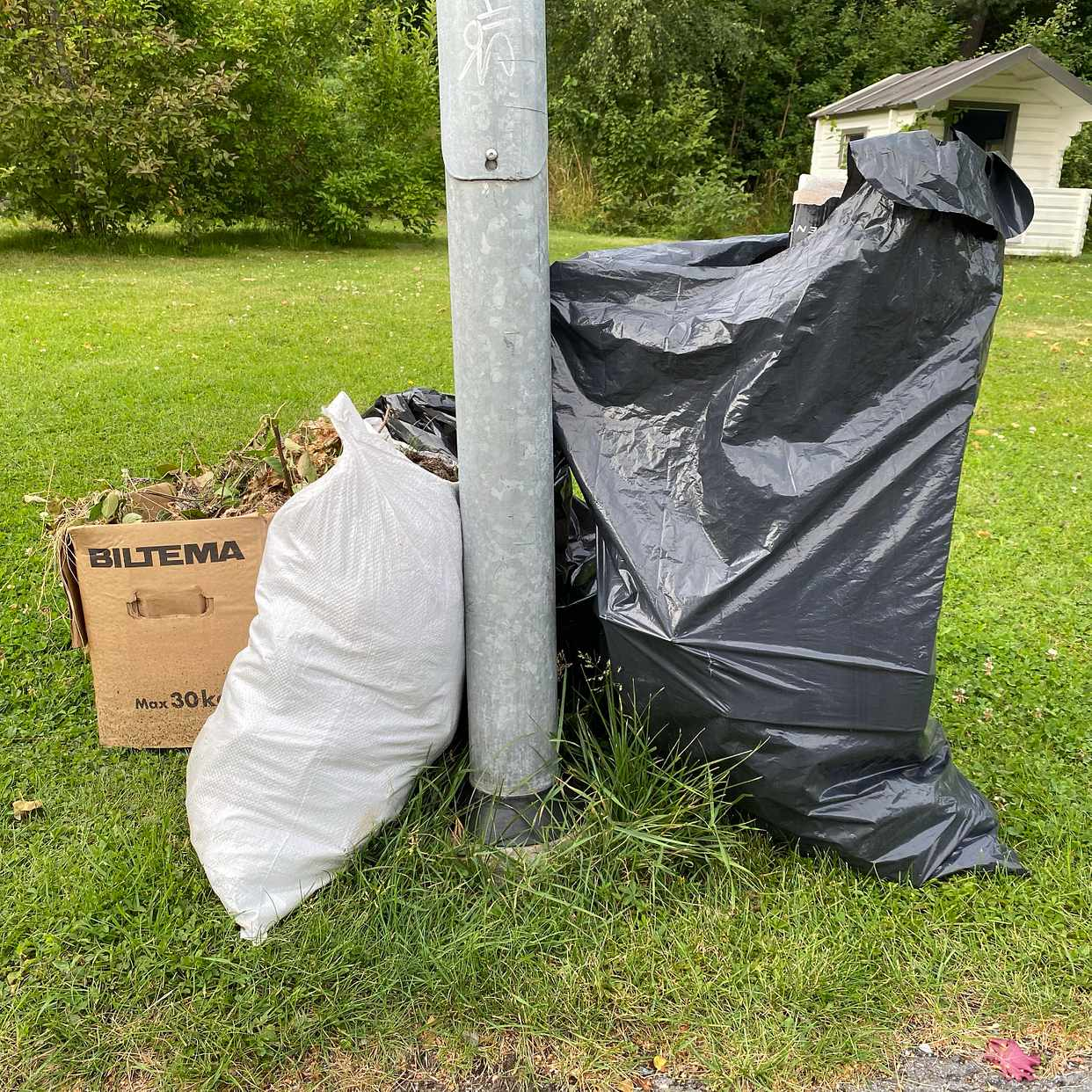 image of Cardboard,garden waste - Täby