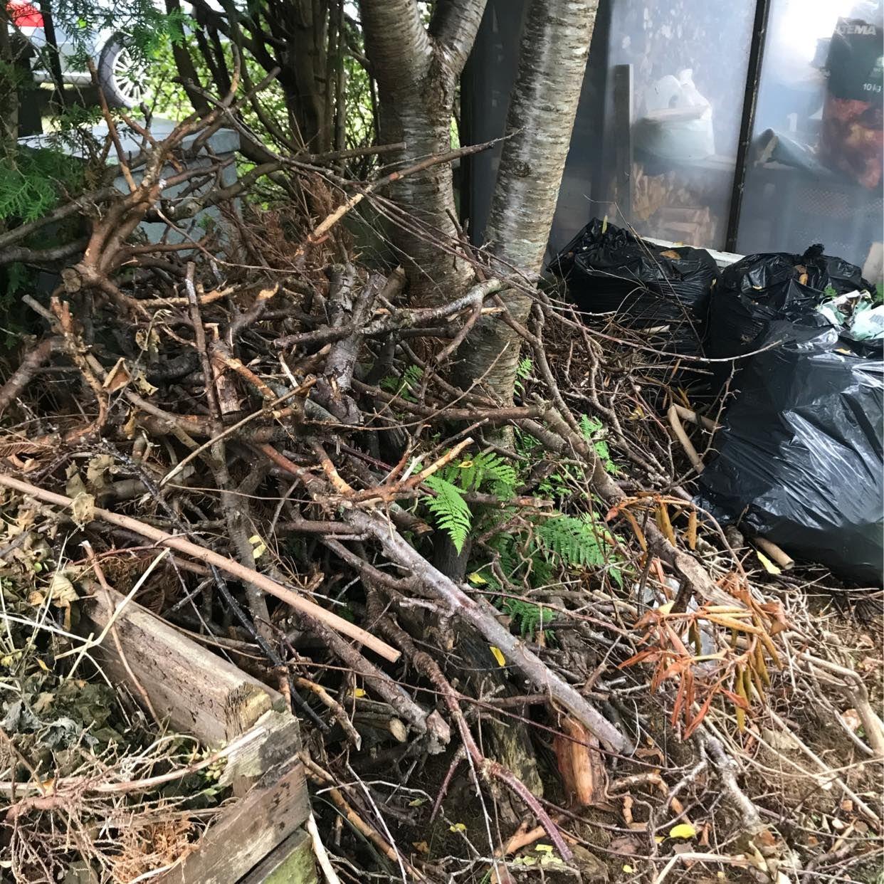 image of Garden waste to dispose - Mölnlycke