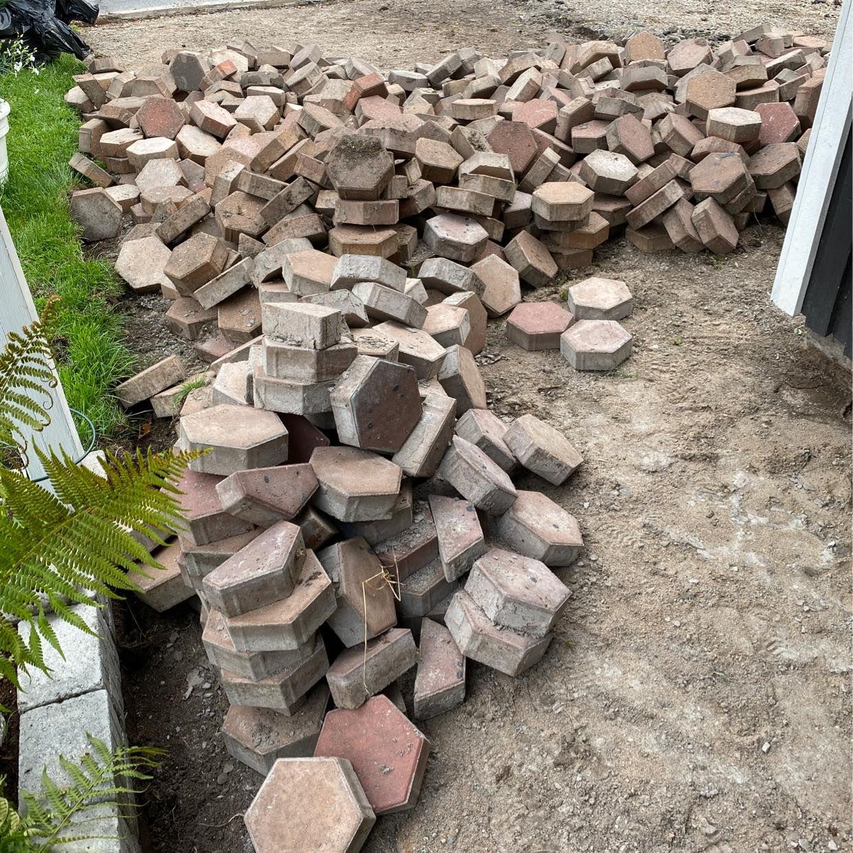 image of Hexagon betongsten - Upplands Väsby