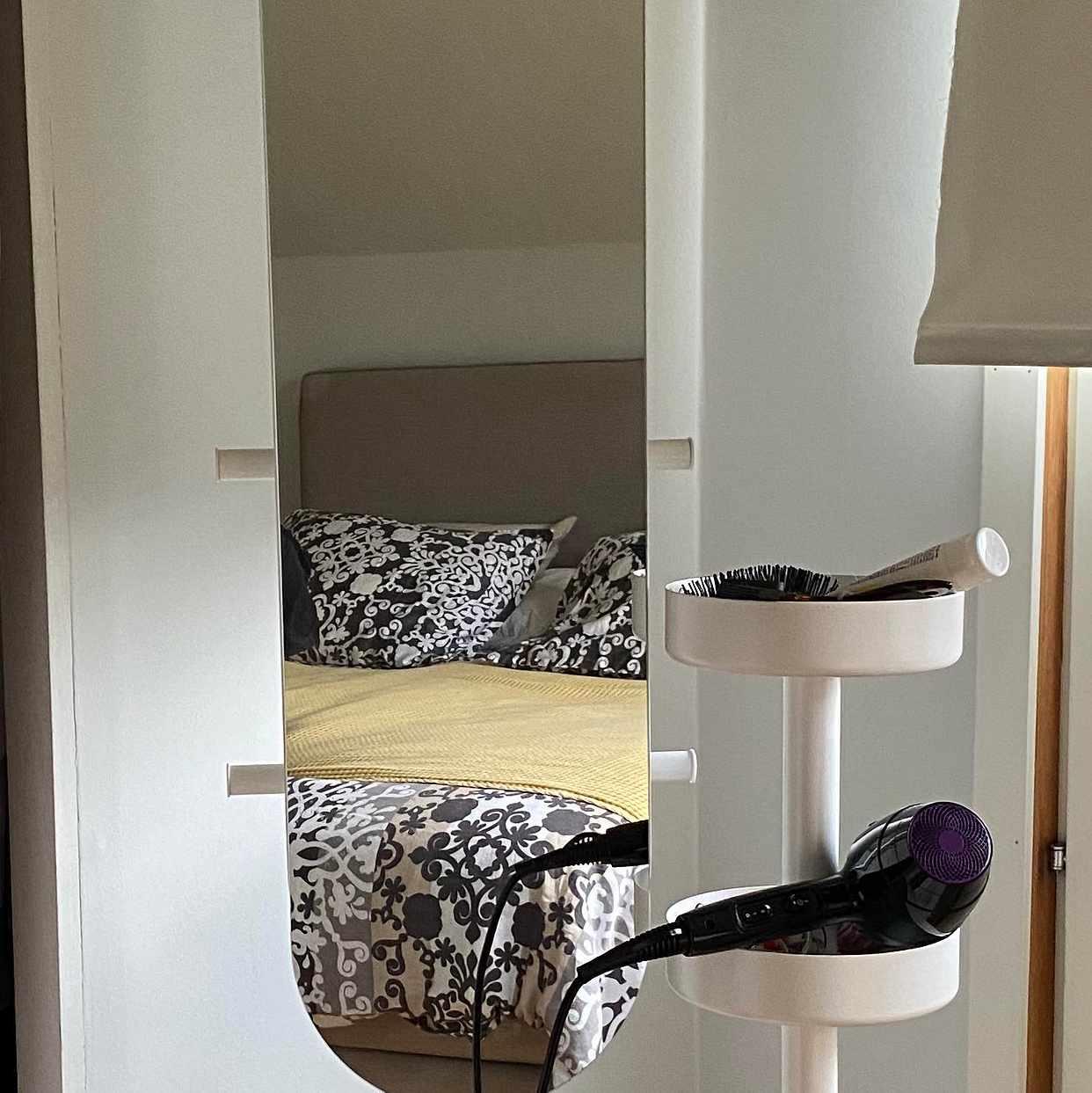 image of Spegel med stöd. - Djursholm