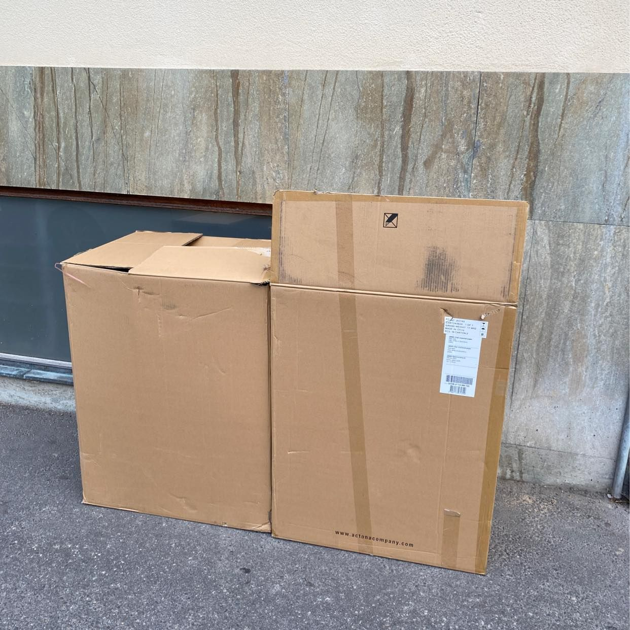 image of Kasta två stora kartonger - Stockholm