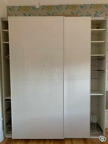 image of PAX IKEA garderober -
