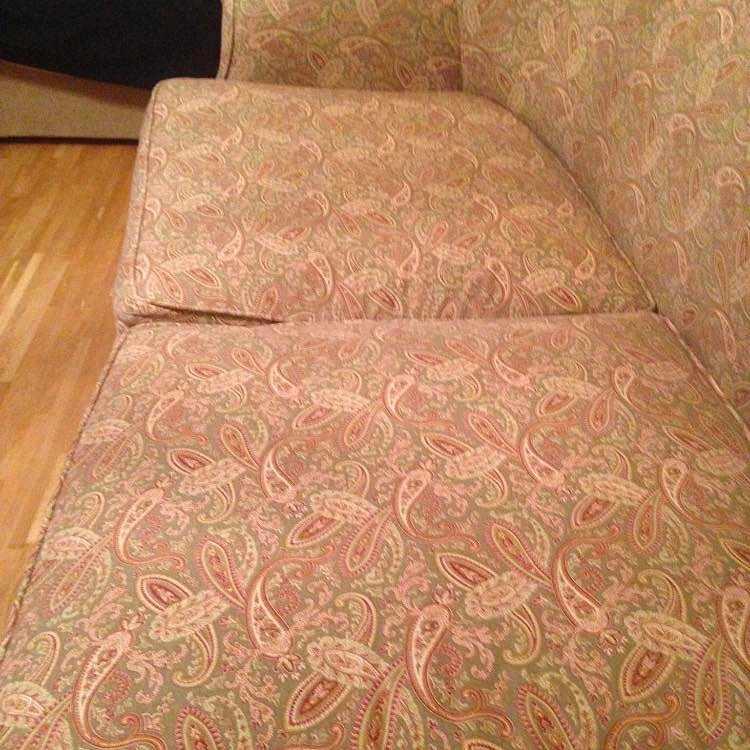 image of Liten soffa bortskänkes - Farsta