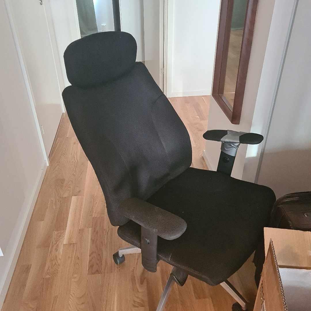 image of Skräp resväska och stol - Järfälla