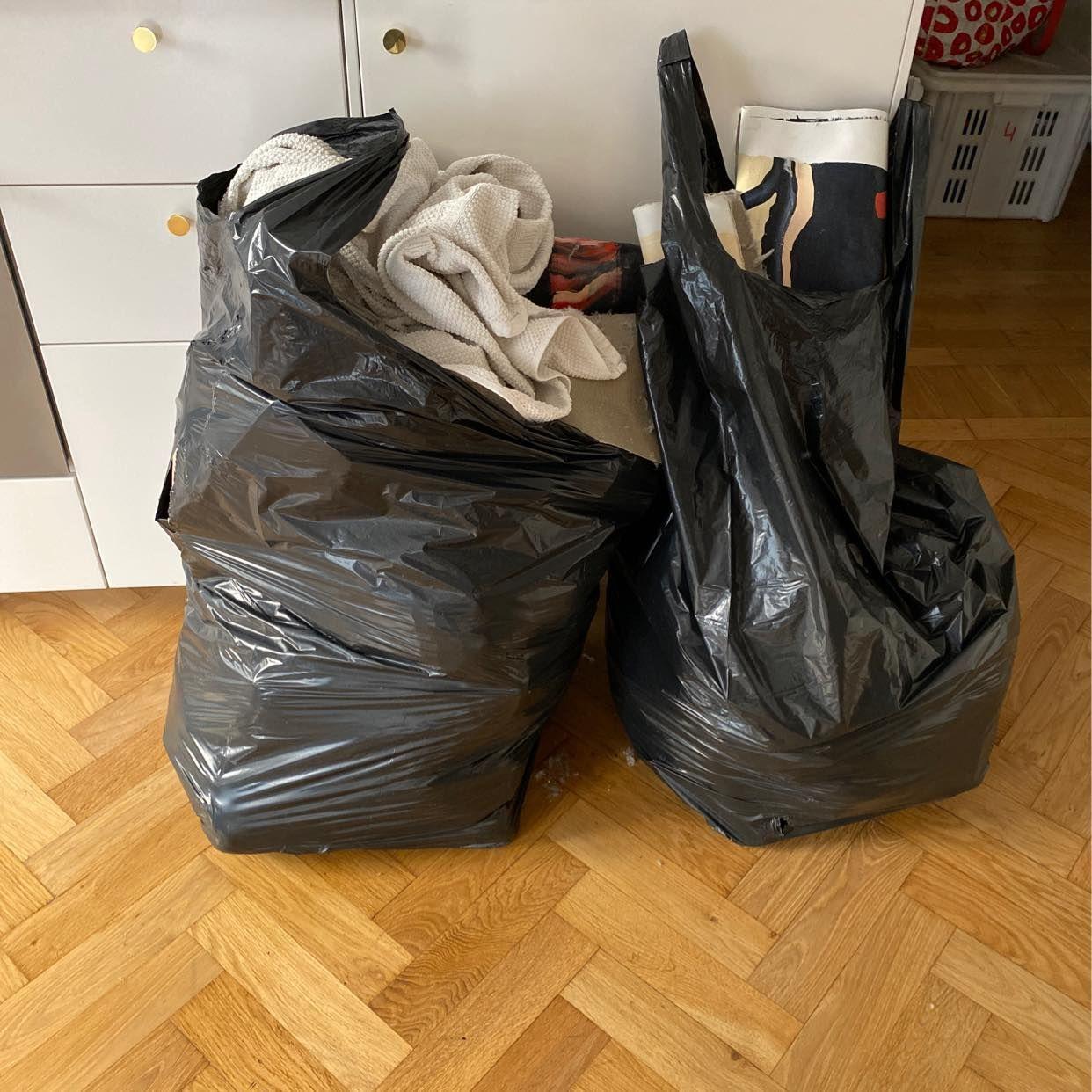 image of 2 säckar diverse skräp - Stockholm