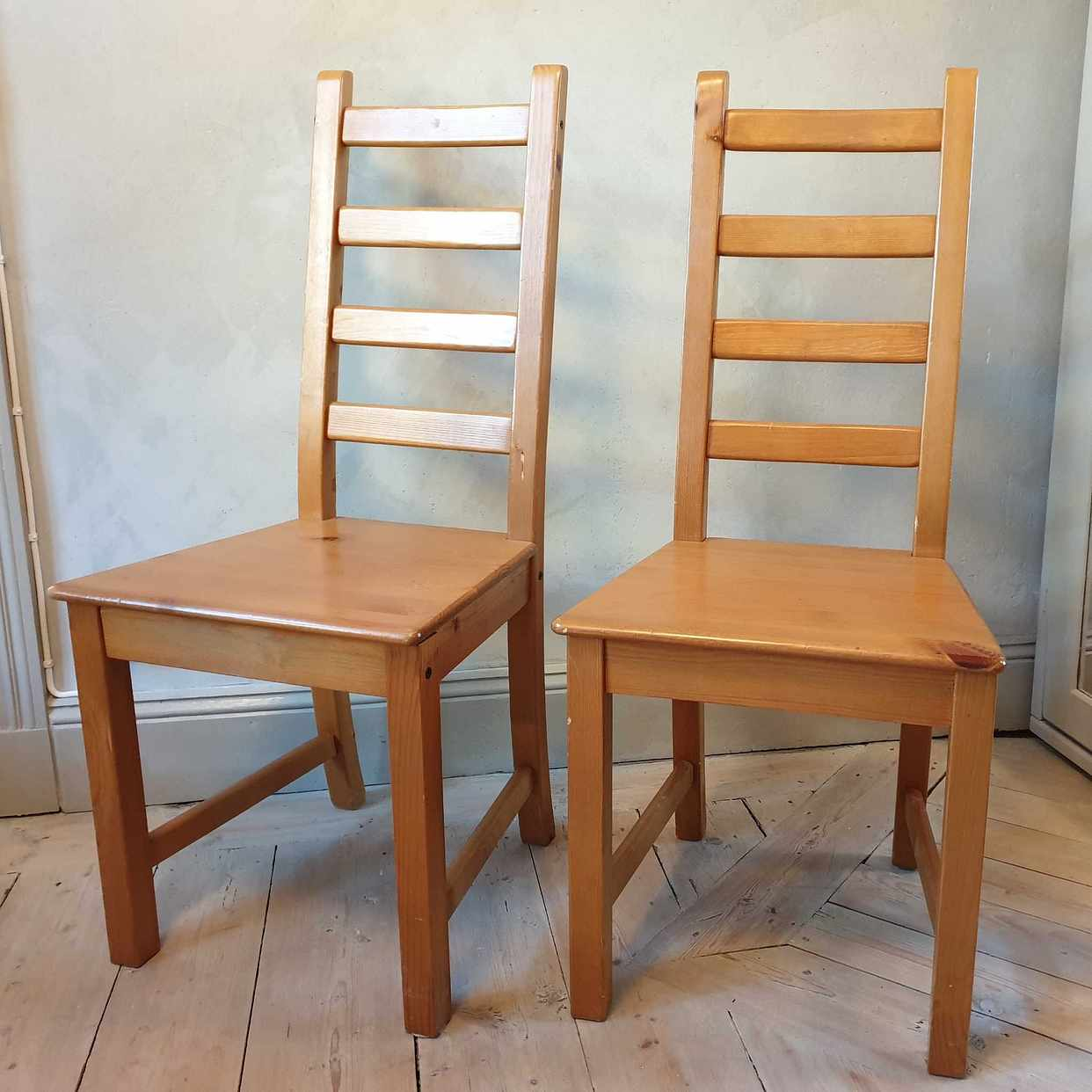 image of 2 chairs for free - Stockholm