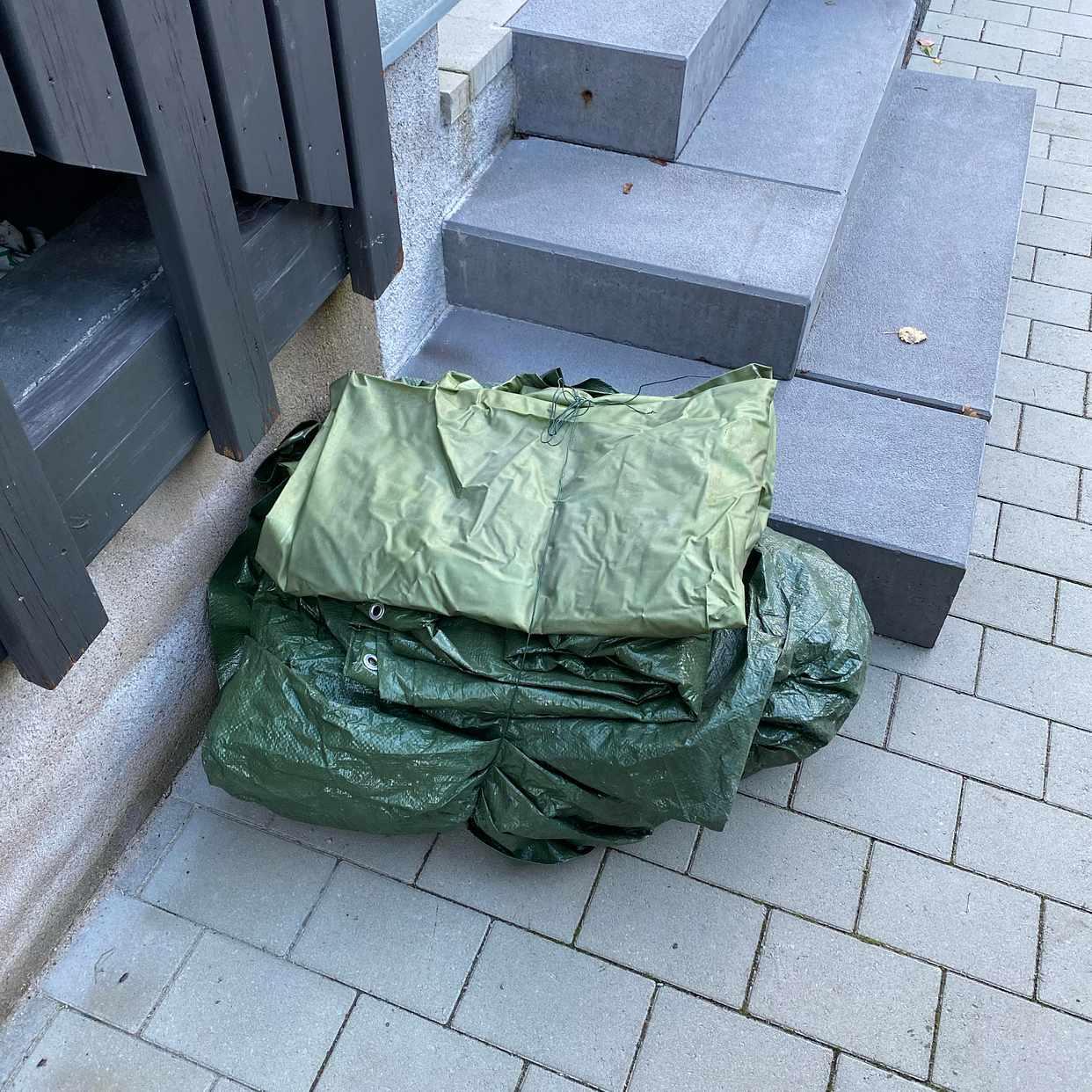 image of Presenningar bortskänkes - Hägersten