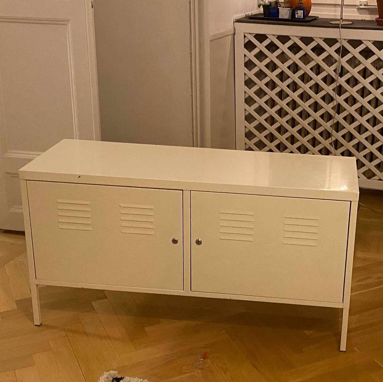 image of Fina möbler bortskänkes - Stockholm