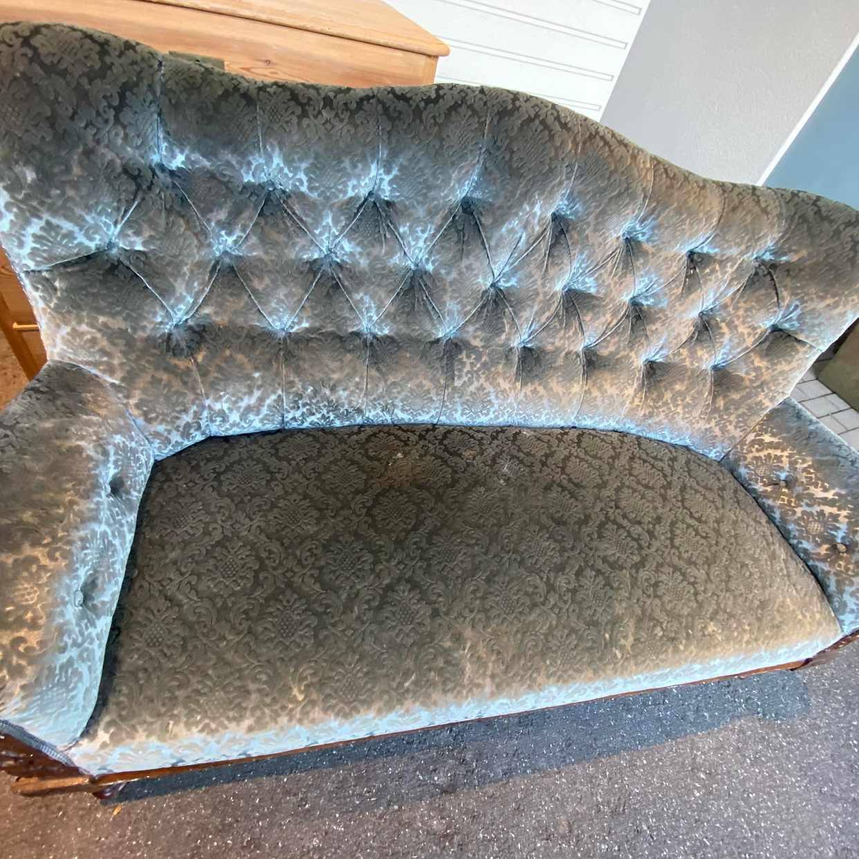 image of Bortskänkes rokoko soffa - Lidingö