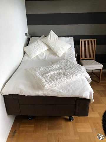 image of Kungsängen ställbar säng -