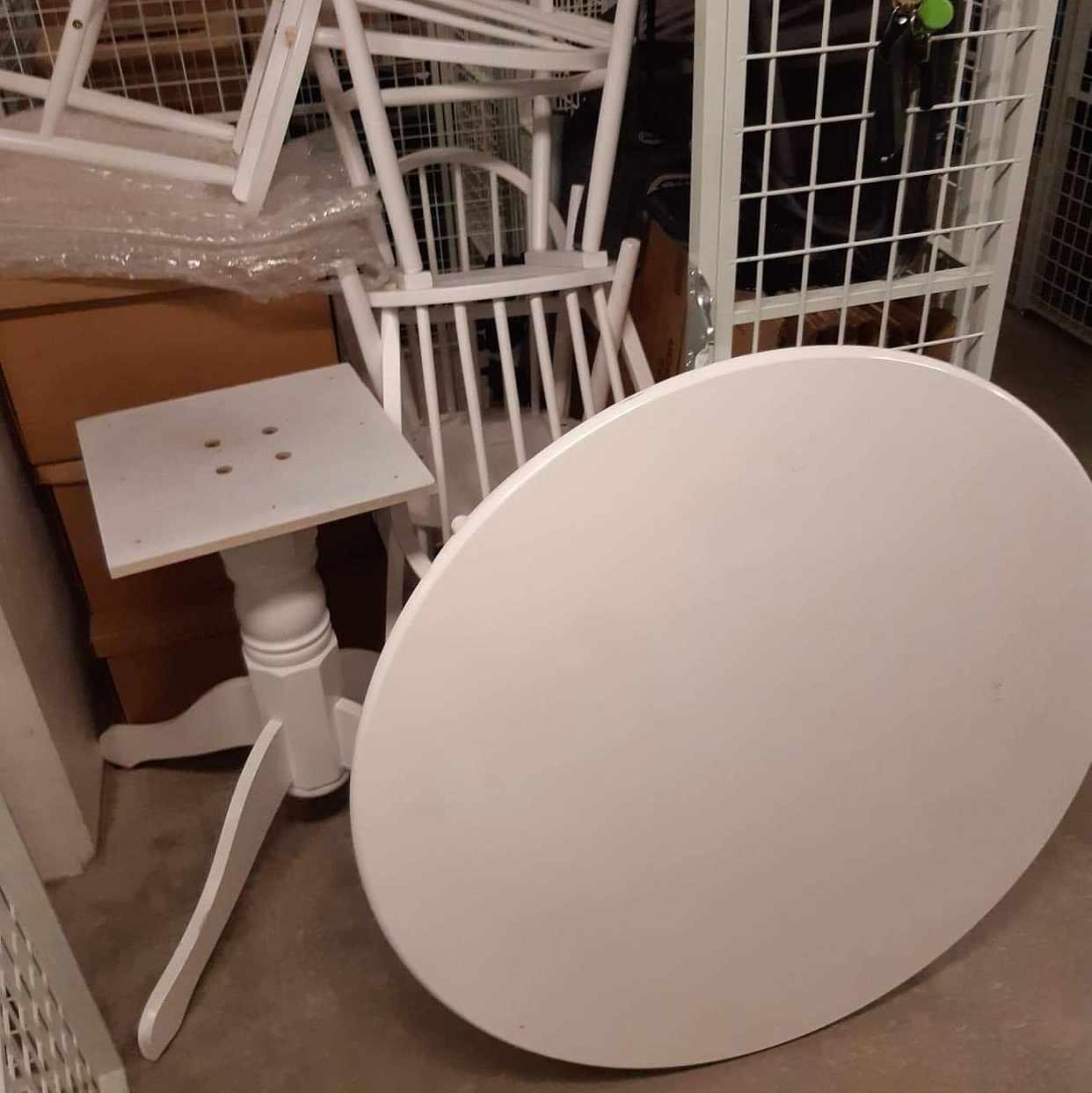 image of Flytta ett bord och stola -