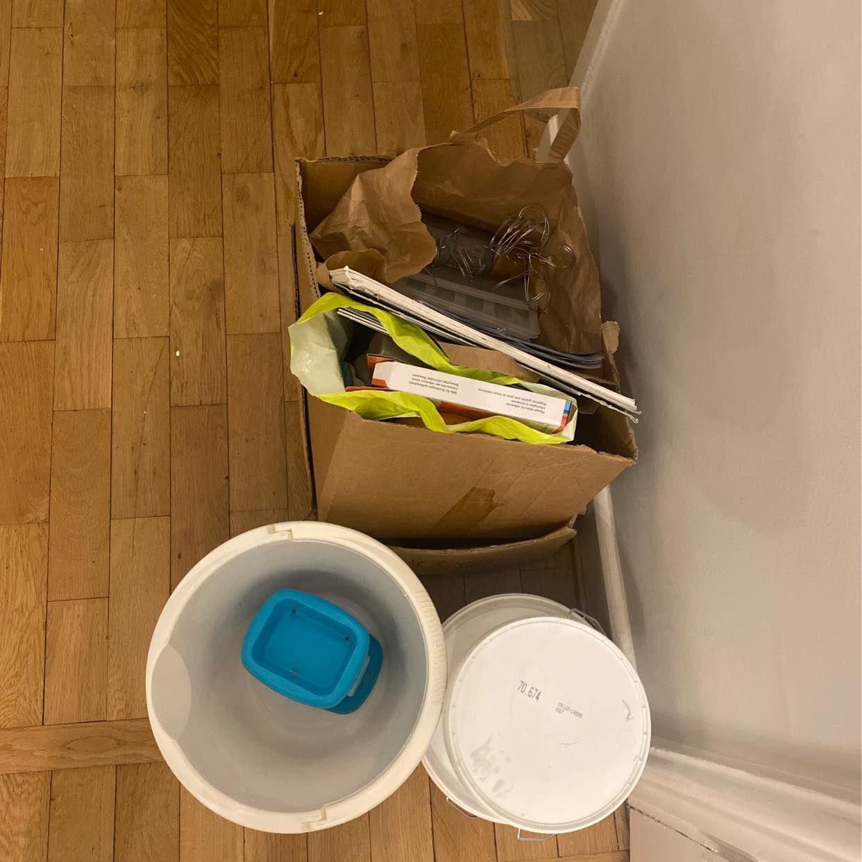 image of Plast kartong målarfärg - Stockholm