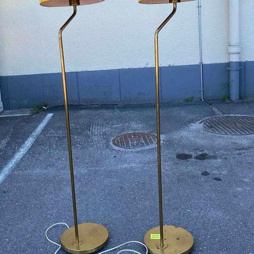 image of Två golvlampor -