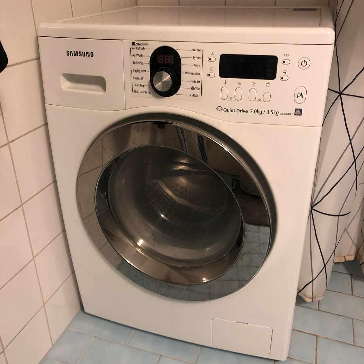 image of Slänga trasig tvättmaskin - Årsta