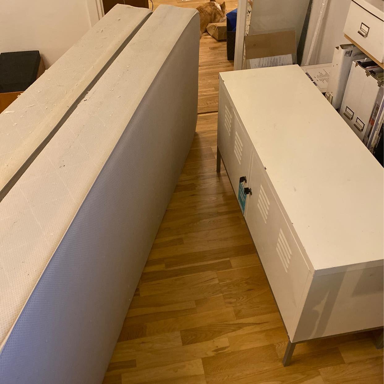 image of 2x80cm madrass + Plåtskåp - Tullinge