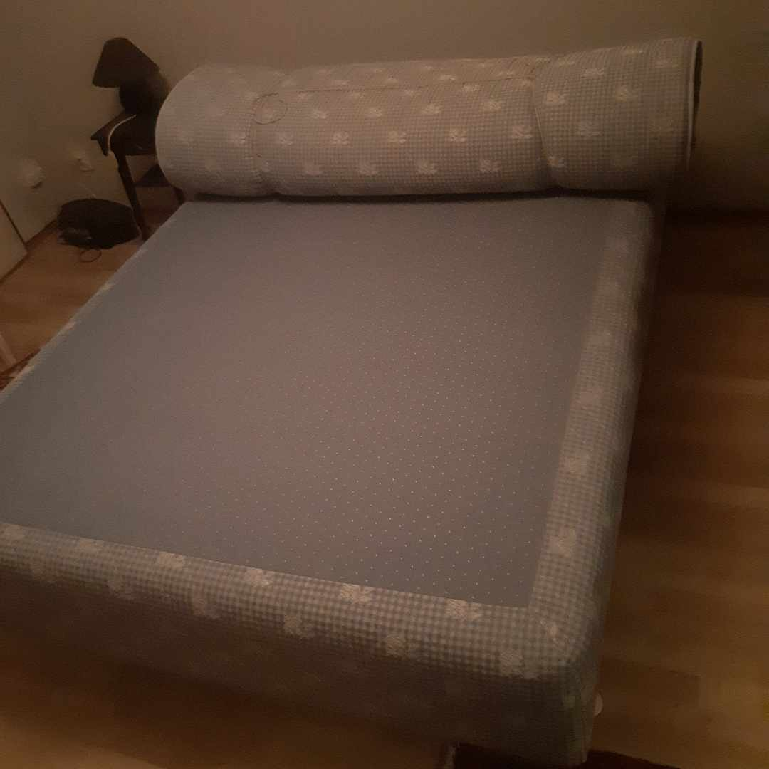 image of Säng med madrass 》tippen - Hägersten