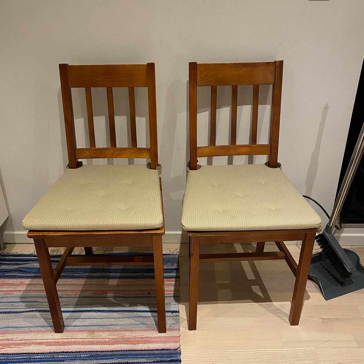 image of Två stolar skänkes - Bromma