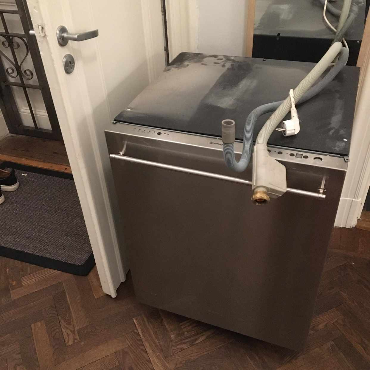 image of Remove old dish washer - Stockholm