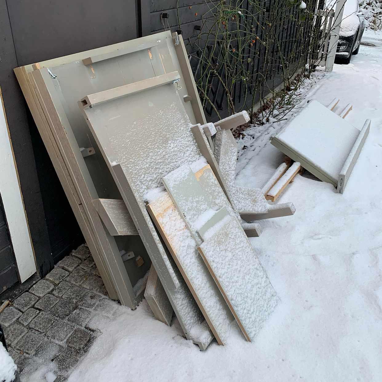 image of Bord i bitar och julgran - Saltsjöbaden