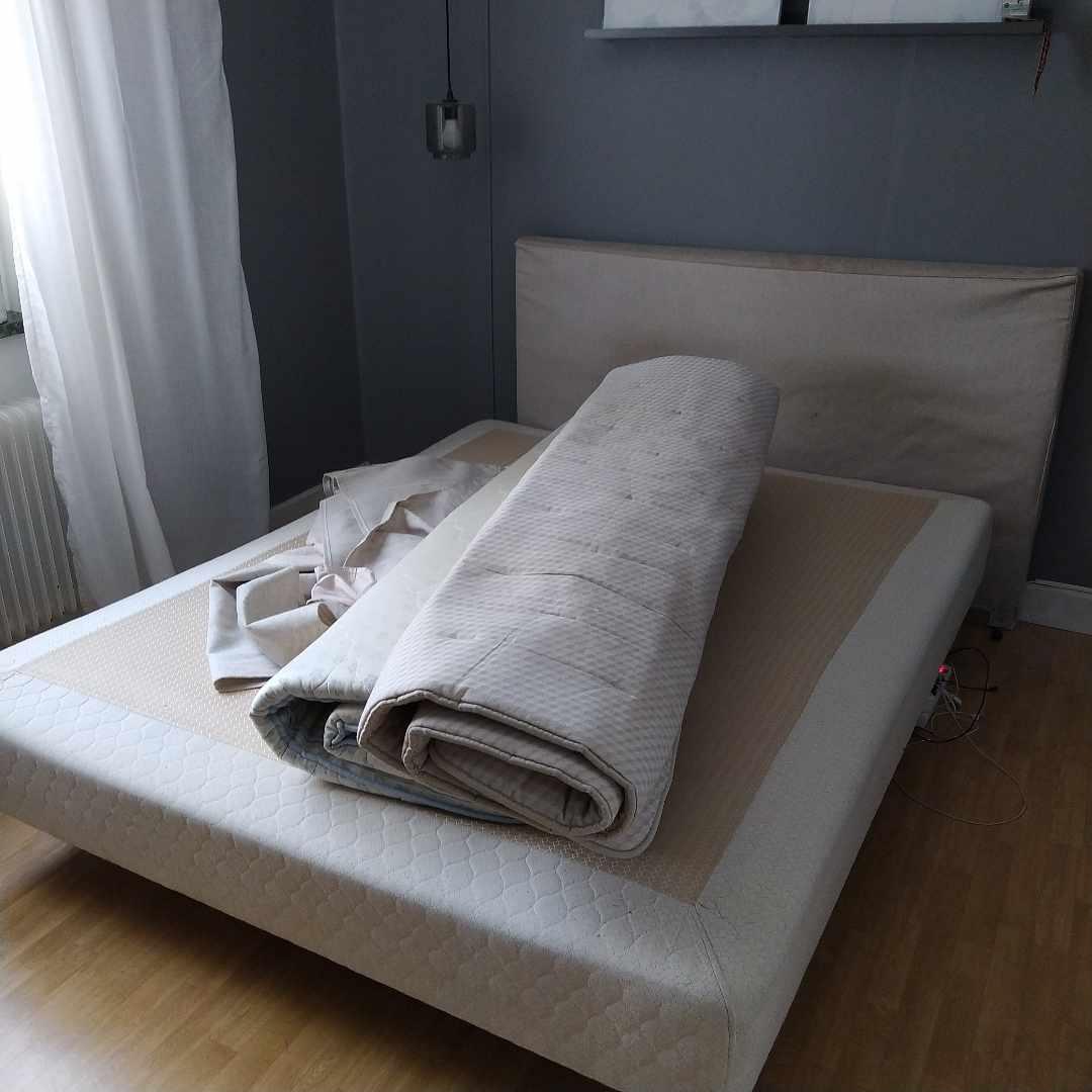 image of 160-säng + madrass/gavel - Bromma