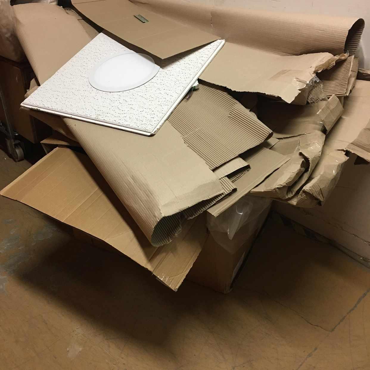 image of Karton plast och pall - Spånga