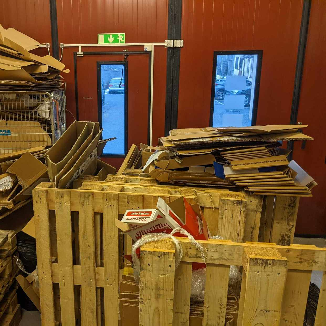 image of Pallets & cardboard - Hägersten