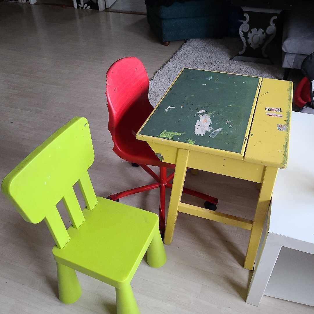 image of Skolbänk och stolar - Haninge